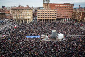 """Sardine a Bologna: """"Siamo 40mila, è la svolta"""""""