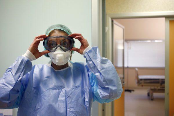 Coronavirus, primo bambino contagiato. In Italia test su piccola di 3 anni