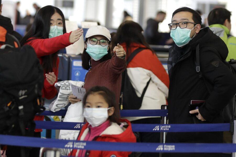 Coronavirus, prima vittima fuori dalla Cina. La mappa del contagio, italiani verso rimpatrio