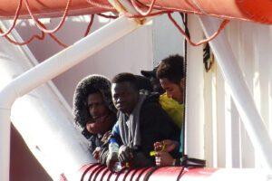 Migranti, Pd è per accoglienza ma ha paura di farli sbarcare