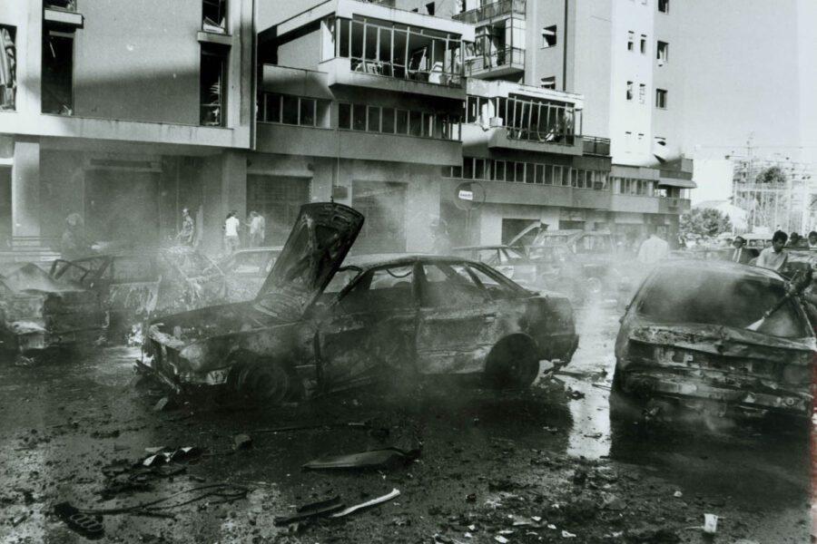 """©Lapresse 19-07-1992 Palermo, Sicilia Interni Nella foto: In strada  """"Mariano D'Amelio"""" attentato al giudice  Borsellino"""