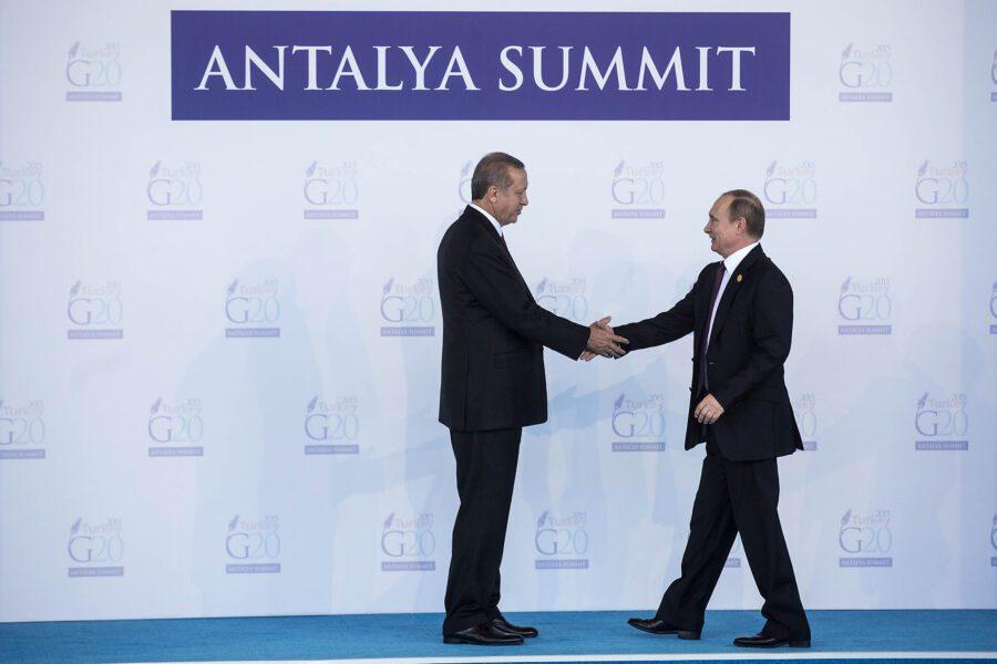 Erdogan spiazza Putin ed anticipa la decisione su impegno turco in Libia