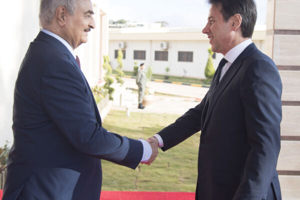 Crisi in Libia, Conte si candida a mediatore ma irrita Al Sarraj