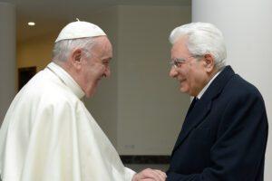 """Mattarella scrive al Papa: """"Grazie per parole di pace"""""""