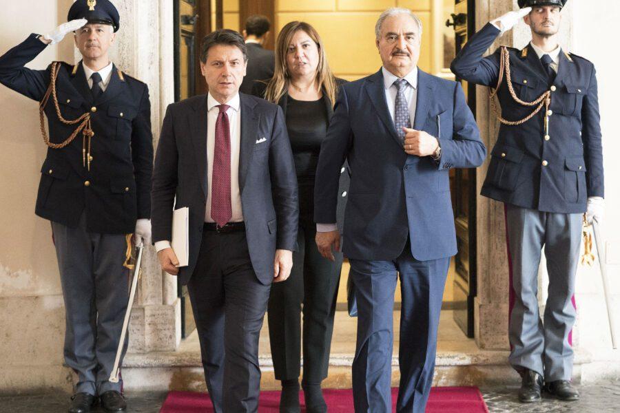 Crisi libica, Haftar non firma tregua ma partecipa al vertice di Berlino