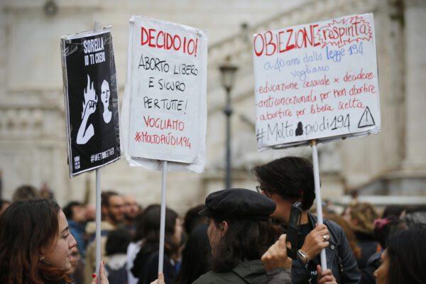 """Coronavirus, la petizione delle associazioni: """"Firmate per l'aborto farmacologico"""""""