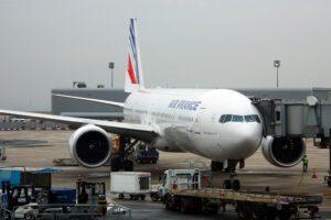 Parigi, bambino 'clandestino' trovato morto nel carrello di atterraggio di un aereo