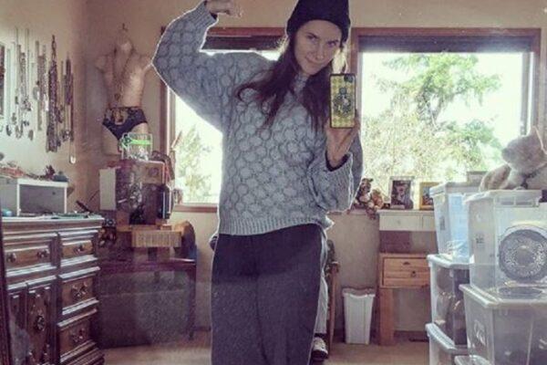 Amanda Knox 'posa' con i vestiti da detenuta, è polemica