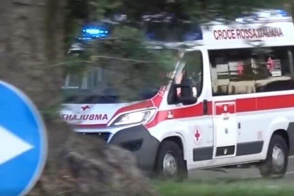 Dramma al ritorno da scuola: auto finisce fuori strada, muore bimbo di 4 anni