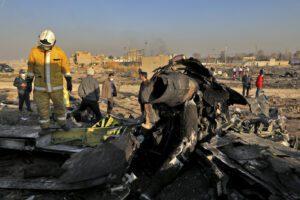 """Boeing precipitato in Iran, l'indagine di Teheran: """"Ha preso fuoco per problema tecnico"""""""