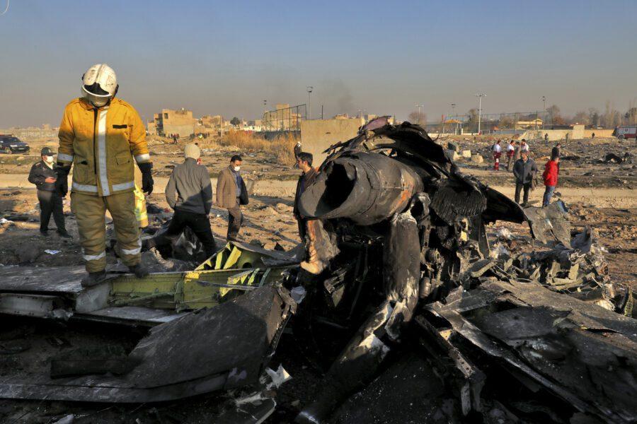 """Aereo abbattuto in Iran, le conferme dall'indagine: """"Colpito da due missili"""""""