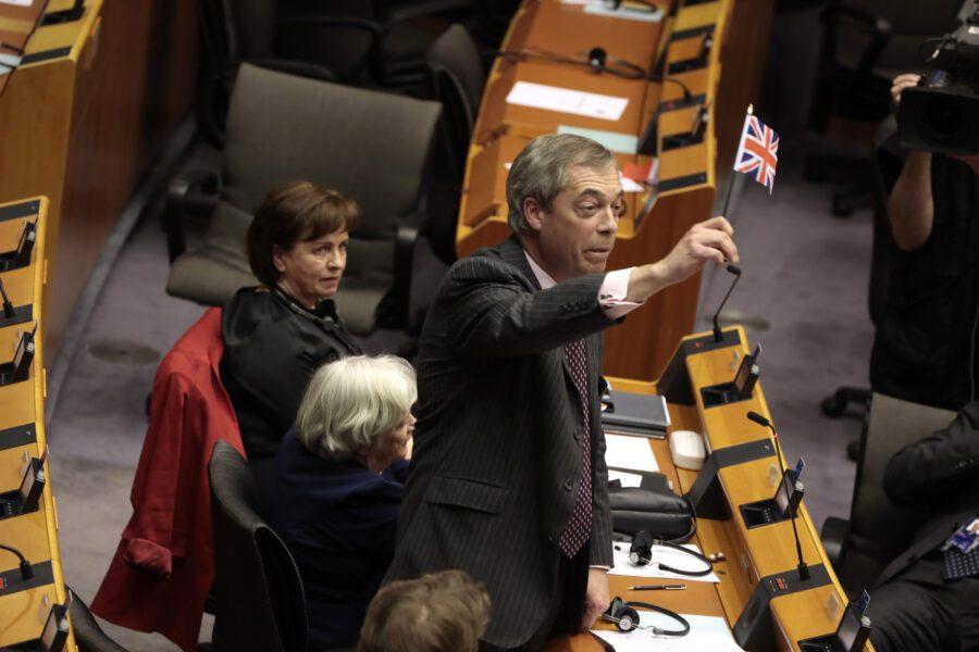L'Europarlamento approva la Brexit, il Regno Unito fuori dall'Ue tra due giorni