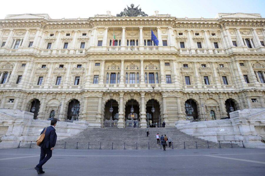 Taglio dei parlamentari, marcia indietro dei senatori: mancano le firme per il referendum