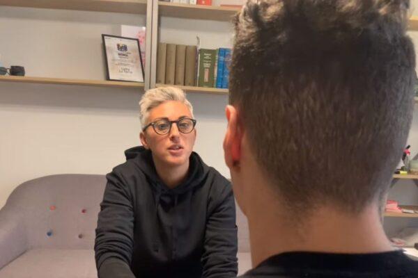 """Blitz di Salvini al citofono, Yassin difeso da Cathy La Torre: """"Non spaccio, studio e gioco a calcio. Ora ho paura"""""""