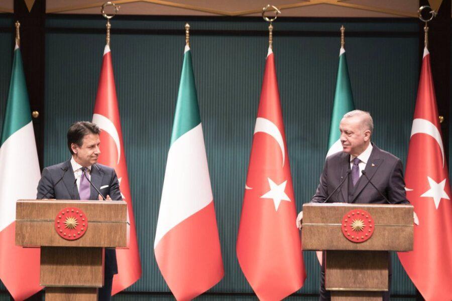 """Intesa Conte ed Erdogan: """"Sì al cessate il fuoco in Libia"""""""