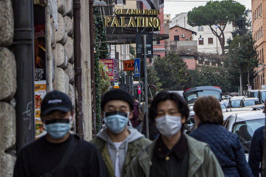 """L'Italia dichiara guerra al Coronavirus, voli bloccati e stato d'emergenza: """"Spegnere il focolaio prima del vaccino"""""""