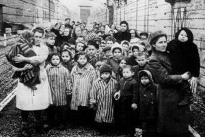 A 75 anni da Auschwitz abbiamo bisogno della memoria per sconfiggere il razzismo
