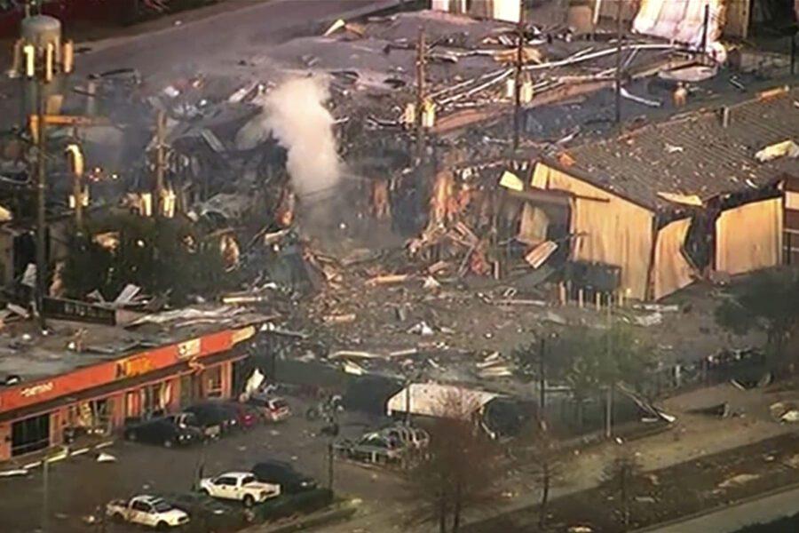 Houston, forte esplosione in una fabbrica: due morti