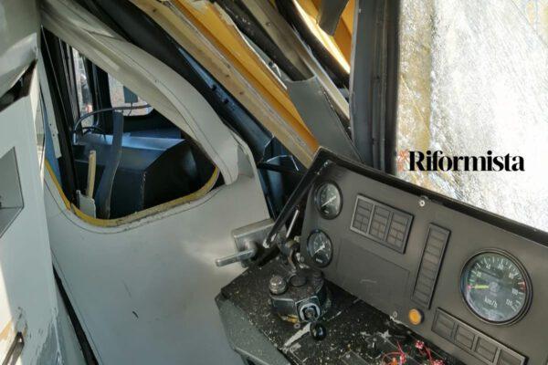 Scontro tra treni della Metro a Napoli, sfiorata la tragedia: feriti e polemiche