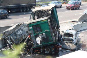 Tragico tamponamento tra tir e auto in A1, due morti