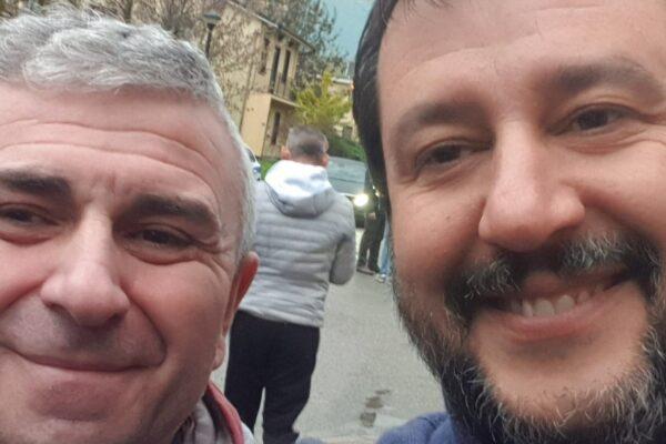 Selfie con Salvini mentre è in malattia: licenziato delegato Cgil