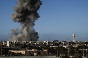 Caos in Libia, Haftar viola la tregua: razzi contro l'aeroporto di Tripoli