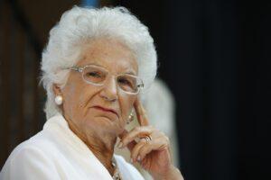 """""""Liliana Segre non la sopporto, cerca solo pubblicità"""", bufera sulla prof di una scuola media"""