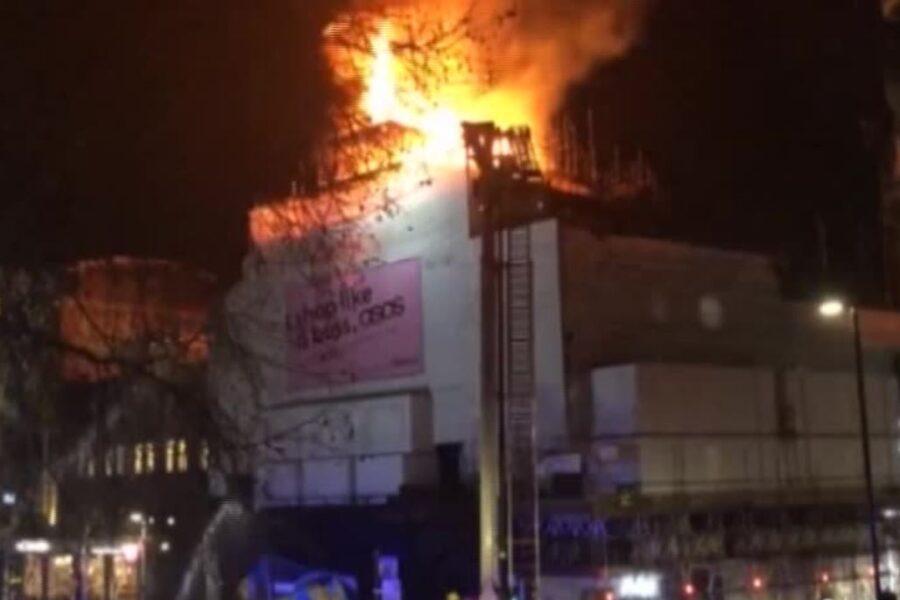 Londra, incendiata a Camden la storica discoteca Koko