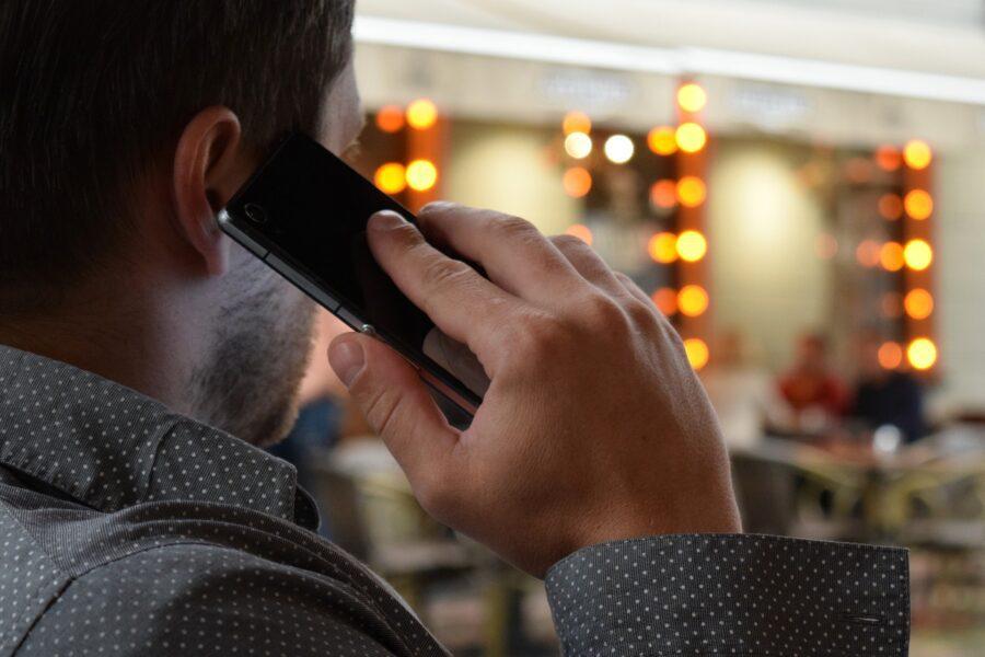 """Corte d'Appello di Torino: """"C'è nesso tra uso dello smartphone e tumori"""". Per gli esperti non ci sono evidenze"""