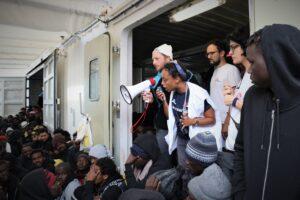 """I 403 migranti della Ocean Viking diretti a Taranto. Salvini: """"Denuncio per sequestro Conte e Lamorgese"""""""