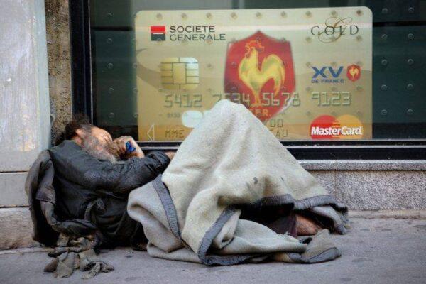 Italia 2020, la povertà non è stata abolita: aumenta il divario tra i ricchi e i poveri