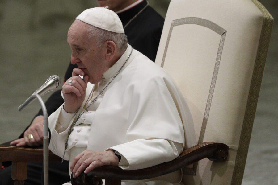Crisi in Iran, l'appello di Papa Francesco per scongiurare una guerra