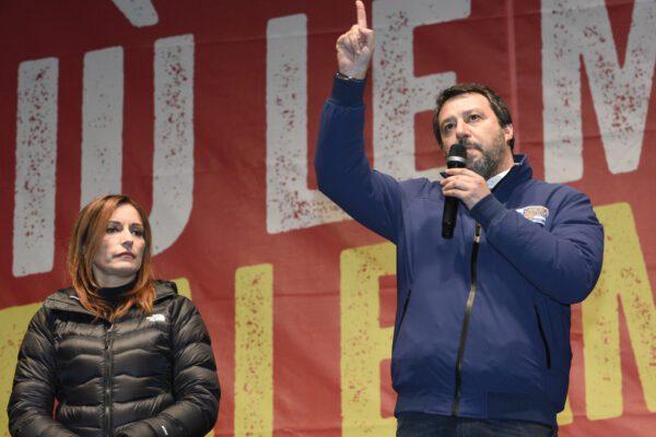 Salvini 'rompe' il silenzio elettorale sui social, scoppia la polemica