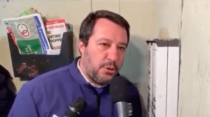 """Bologna, la folle trovata di Salvini. Citofona a casa di un tunisino: """"Lei spaccia?"""""""