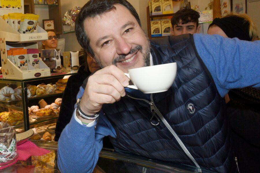 Ennesima gaffe di Salvini, denuncia un negozio di spacciatori nigeriani ma è di un italiano