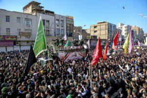 Iran, una marea umana per i funerali di Soleimani. Ricorso di Teheran al Consiglio di sicurezza Onu