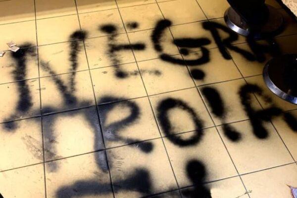 Blitz neonazista con svastiche nel bar gestito da una ragazza italo-marocchina