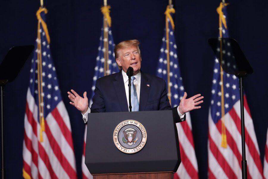 """Trump: """"Il primato dei contagi è una buona cosa, un distintivo d'onore"""""""