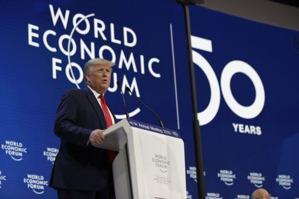 """Scontro Trump-Greta al Forum di Davos. Il presidente Usa: """"Ambientalisti profeti di sventura"""""""