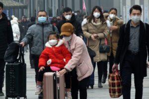 Virus cinese, sale a 26 il bilancio delle vittime: per Oms non è un'emergenza globale