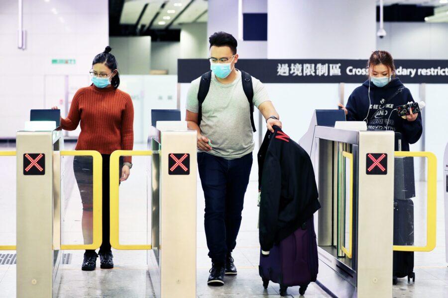 Virus cinese, perché il ministro Speranza ha permesso l'arrivo di un aereo da Wuhan?