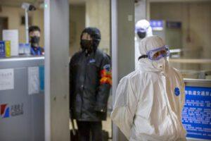 """Coronavirus, salgono a 56 i morti. Il ministro cinese: """"Virus può diventare più forte"""""""