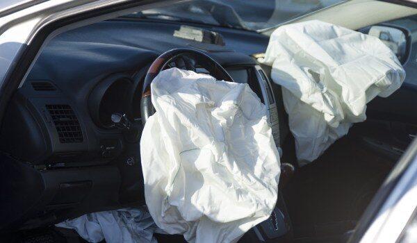 Scoppia airbag dopo tamponamento, neonato muore in ospedale
