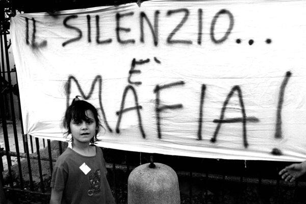 Storia dell'imprenditore Nino Polifroni, la sua fabbrica nella tenaglia tra Stato e mafia
