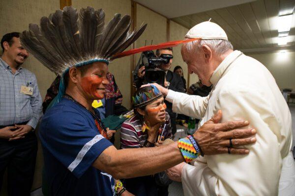 "Papa Francesco ai preti Usa: ""Nessuna apertura per i preti sposati"""