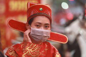 Coronavirus, un morto a Hong Kong: sale a 425 il numero delle vittime