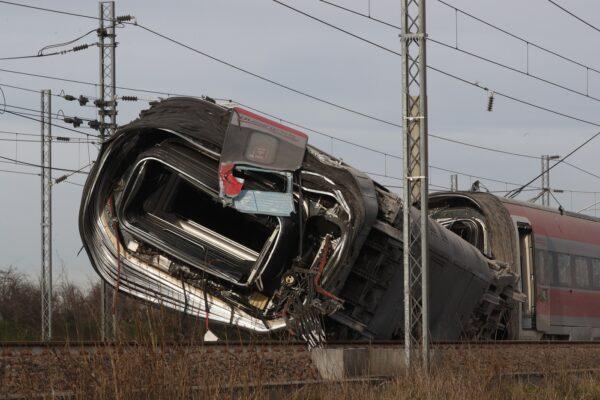 """Inchiesta sul Frecciarossa deragliato, l'Agenzia per la Sicurezza delle Ferrovie: """"Difetto interno allo scambio"""""""