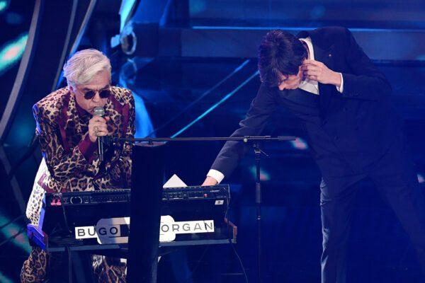 Morgan mette all'asta il foglio con il testo modificato della canzone di Sanremo