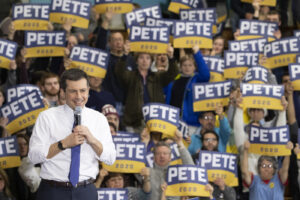 Primarie Usa, in Iowa Buttigieg batte Sanders per numero di delegati