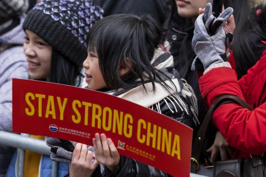 """Coronavirus, le vittime superano la Sars. Cina contro lo stop ai voli: """"L'Italia sia razionale"""""""
